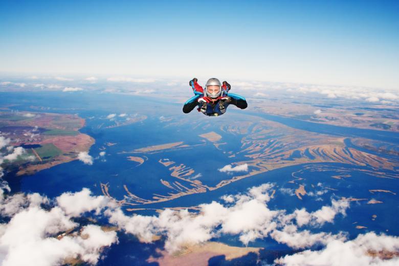 quanto guadagna un paracadutista