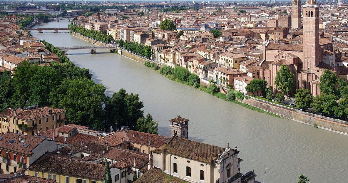 1280px-20110720_Verona_3078