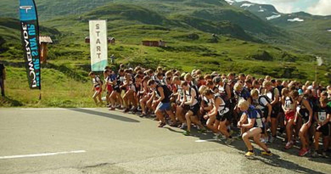 390px-Mountain_running