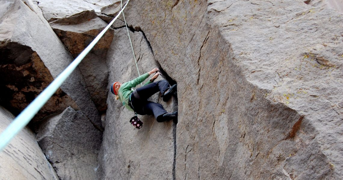 Crack_climbing_layback_left-3