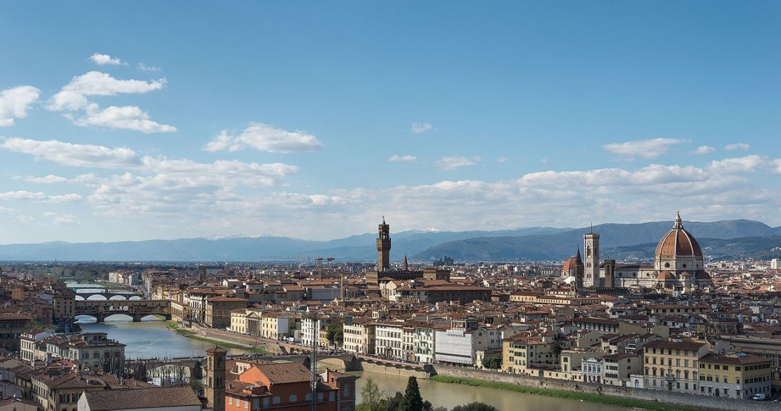 Firenze_-_Piazzale_Michelangelo,_Firenze,_Italy_-_April_6,_2015_02