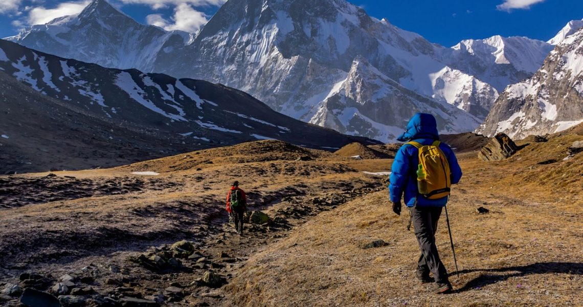 Humans-trekking-on-a-valley-72800-pixahive