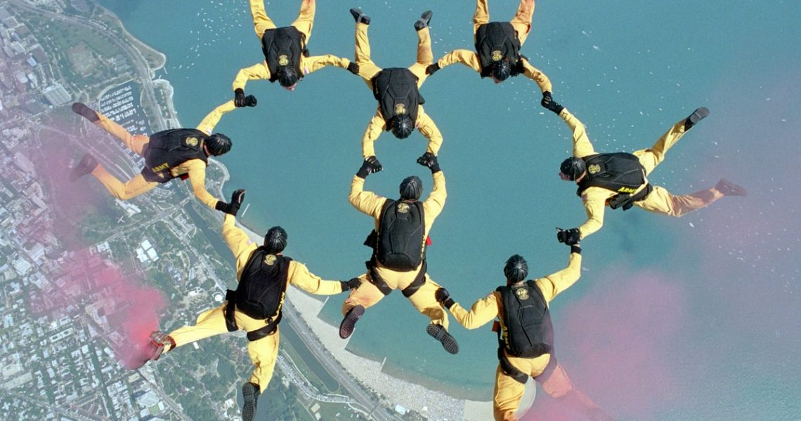 come diventare paracadutista